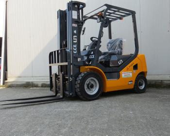 UN Forklift FD25T CARRELLO ELEVATORE UN Forklift